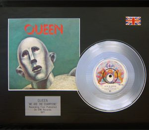 Queen: Framed Discs - Silver Single - We Are The Champions